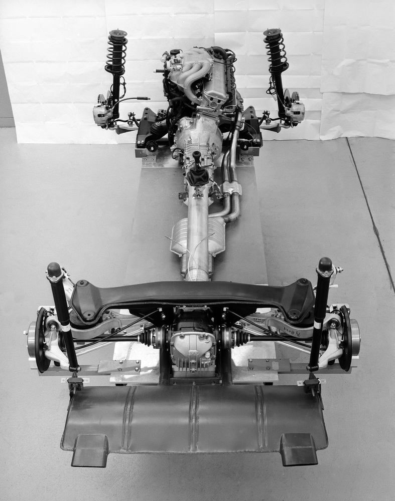 bmwz1_engine_suspension
