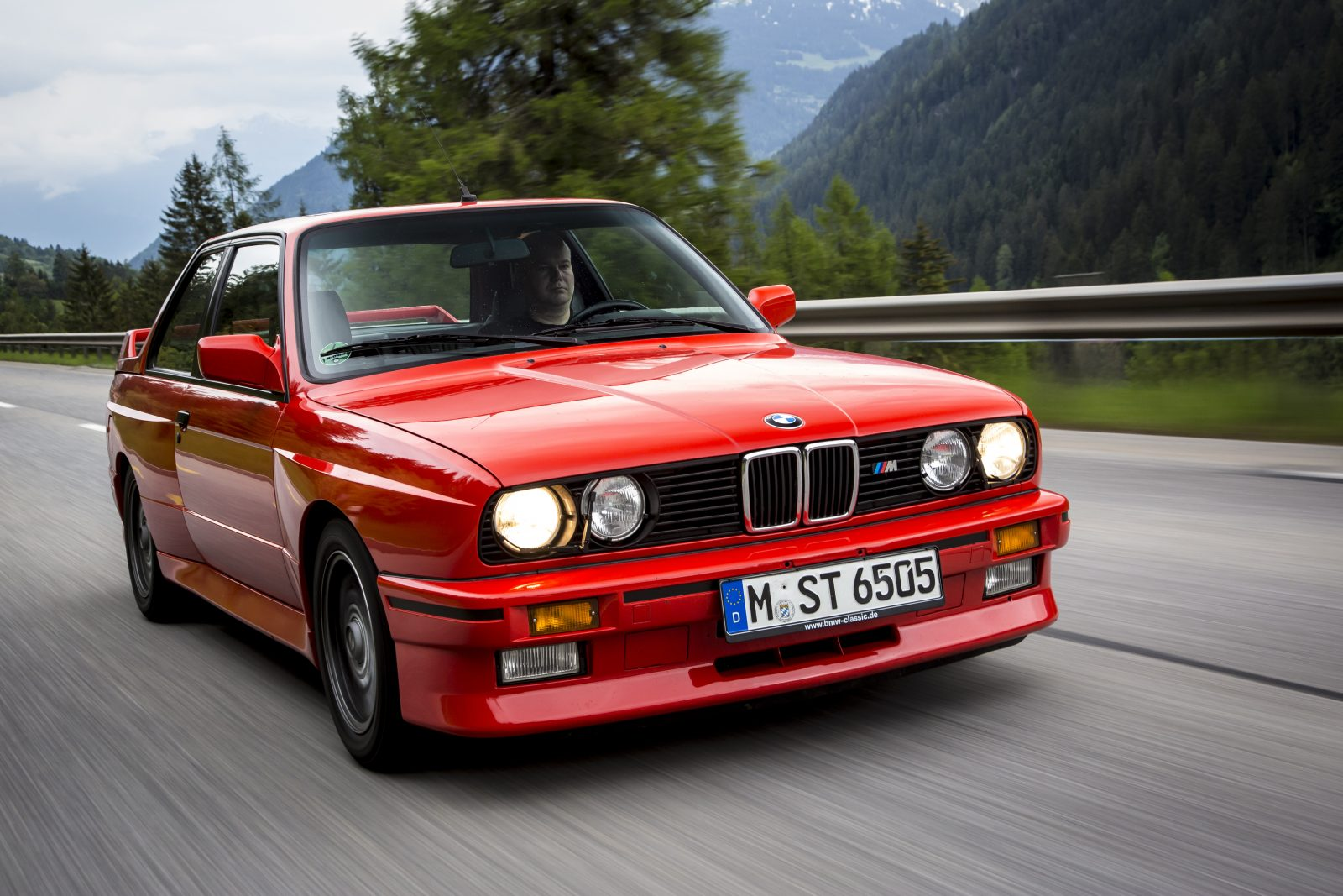 red-e30-coupe-in-motion